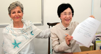Nassrine Azimi and Tomoko Tomoko Watanabe, Co-Founders and Coordinators of GLHI, signing the MOU.