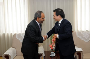 Mr. Lopes and Vice Minister Li Ganjie