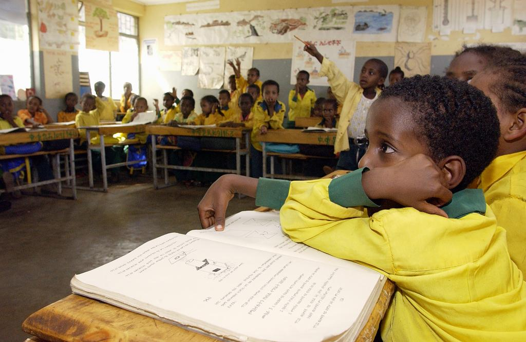 Primary school students in class, Harar, Ethiopia. UN Photo/Eskinder DebebePhoto/#20832