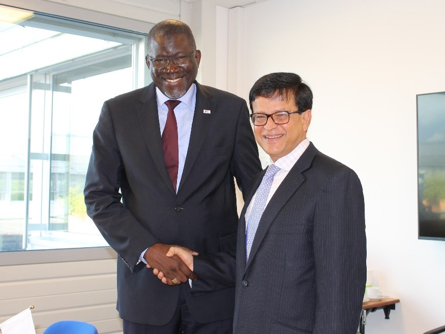 IFRC Secretary General, Elhadj As Sy, and UNITAR Executive Director Nikhil Seth conclude a long term agreement in Geneva, Switzerland