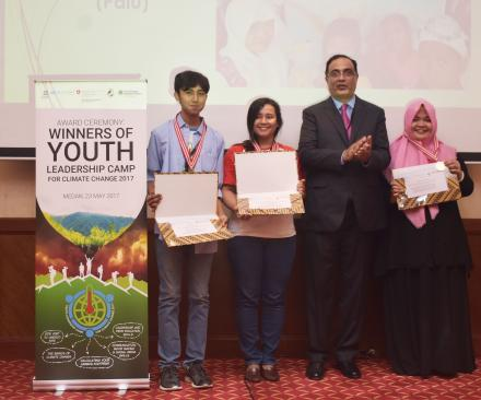 YLCCC 2017 top three students, awarded by Dr Shahbaz Khan, Director and Representative, UNESCO Regional Science Bureau for Asia and the Pacific, win sponsorship for Tribal Climate Camp, in the USA